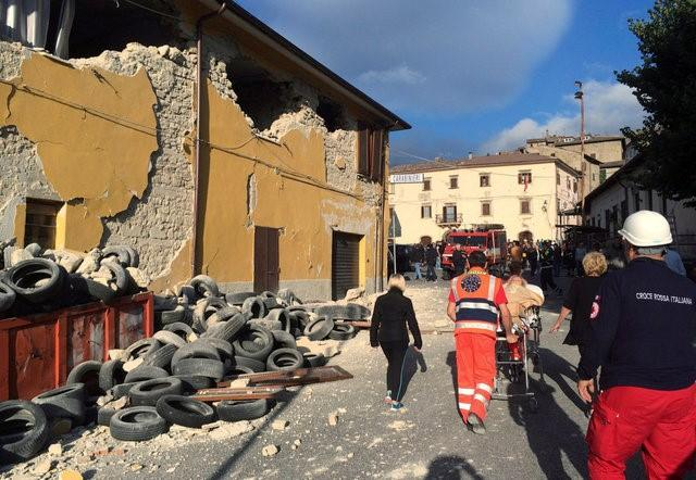 REFILE - CORRECTING SPELLING OF TOWNRescuers and people walk along a road following an earthquake in Accumoli di Rieti, central Italy, August 24, 2016. REUTERS/Steve Scherer